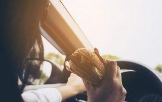 Het risico van snel eten en weinig kauwen